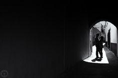 Luz y sombras enfocando el amor. Kary Fotografia.
