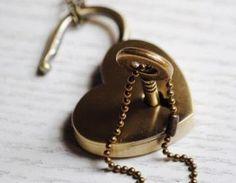 Retro Heart Lock Neckl..