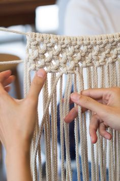 Learn to tie Macrame Knots. Start your own macrame DIY project. You only need to master these 7 DIY macrame knots. Half Hitch Knot, Macrame Wall Hanging Diy, Handmade Crafts, Diy Crafts, Macrame Tutorial, Macrame Projects, Macrame Knots, Macrame Patterns, Magic Ring
