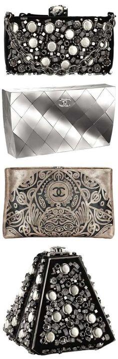 """Amo bolsas, amo Chanel... Mas amo Pq é um clássico! Este estilo futurista não me agradou! Vai pra coleção do """"Pra mim não dá"""""""