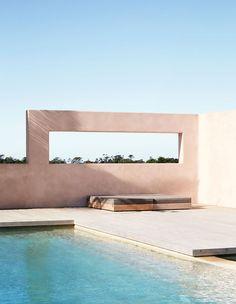 Spanish-Influenced Australian Homestead In The Byron Hinterlands Australian Architecture, Australian Homes, Contemporary Architecture, Lounge Design, Spa Design, The Byron, Byron Bay, Fresco, Sustainable Architecture