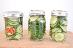 Komkommers inmaken op 3 manier, eentje met dille en eentje met rode peper. Cooking Jam, Healthy Breakfast Snacks, Feel Good Food, Edible Gifts, Preserving Food, Edible Garden, Canning Recipes, Diy Food, Pickles