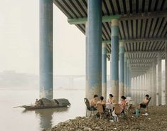 Constructing Worlds: Photography and Architecture in the Modern Nadav Kander Chongqing IV (Sunday Picnic), Chongqing Municipality, 2006 © Nadav Kander, courtesy Flowers Gallery. Image Courtesy of Barbican Art Gallery Martin Parr, World Photography, Photography Awards, Street Photography, Fishing Photography, Inspirer Les Gens, Photo D'architecture, Mary Ellen Mark, Viviane Sassen