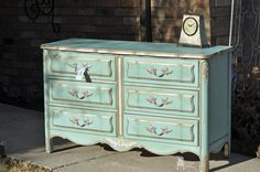 Hometalk :: Dixie French Provincial Dresser Makeover - This is how I want to paint my 9 drawer FP dresser which is creamy yellow & gold. I'll blend Florence & Provence & some white for a nice aqua to do over yellow! Can't wait for the warmer weather!!