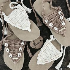 Knitting Shoe Models, As we prepare ourselves for summer knitting shoes models. New knitting shoe models that will give you ideas on your knitting … Crochet Slipper Pattern, Crochet Slippers, Crochet Sandals, Crochet Bikini, Diy Crochet Flip Flops, Crochet Baby, Knit Crochet, Creative Shoes, Knit Shoes