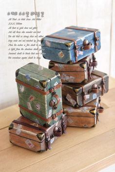 How to make from wood blocks these mini vintage suitcases :) Vintage Suitcases, Vintage Luggage, Altered Tins, Miniture Things, Miniature Dolls, Miniature Tutorials, Dollhouse Furniture, Wood Blocks, Dollhouse Miniatures