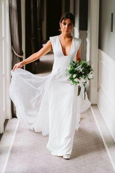 fotos de casamento / wedding pictures Julia, Formal Dresses, Wedding Dresses, White Dress, Gowns, Shapes, Fashion, Wedding Photos, Wedding Shot