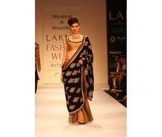 Velvet Pallu (Mundani) spells sophisticated elegance.