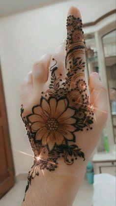 Pretty Henna Designs, Modern Henna Designs, Floral Henna Designs, Henna Tattoo Designs Simple, Finger Henna Designs, Latest Bridal Mehndi Designs, Full Hand Mehndi Designs, Mehndi Designs Book, Mehndi Designs For Beginners