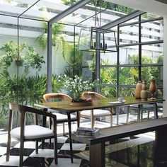 Sensational dining space in a deluxe glass garden room via and our Thai sister magazine . Indoor Outdoor, Outdoor Living, Outdoor Ideas, Elle Decor Magazine, Sisters Magazine, London Living Room, Thai Design, Industrial House, Glass Garden