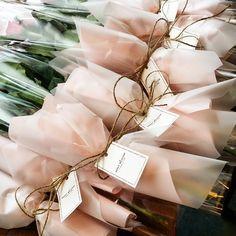 . . . #민트블룸 #민트블룸플라워카페 #mintbloomflowercafe #mintbloom #flowercafe #flowershop #flowerstagram #flowers #꽃스타그램 #florist #플로리스트 #김해꽃카페 #김해카페 #한송이꽃 #송이장미