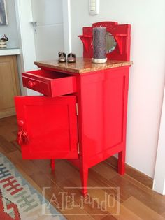 Ateliando - Customização de móveis antigos  Laca em vermelho Valentino, nossa segunda cor de maior sucesso no atelier!