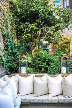 The best thing about small gardens is creating cosy corners. In this small west London garden design Very Small Garden Ideas, Garden Ideas To Make, Diy Garden, Small Garden Design Ideas Uk, Cosy Garden Ideas, Garden Ponds, Koi Ponds, Dream Garden, Herb Garden
