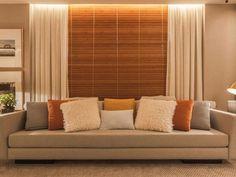 Persiana para sala: 55 ambientes lindamente decorados (FOTOS) Home Living Room, Living Room Decor, Home Pictures, Dream Decor, My House, Blinds, Sweet Home, Couch, Curtains