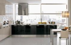 Cocina Integral con mueble lateral con hornos empotrados, enchapado en formica brillante color champaña y color negro