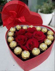 Valentine Gift Baskets, Valentines Gift Box, Valentine Bouquet, Valentine's Day Gift Baskets, Valentines Flowers, Candy Bouquet Diy, Gift Bouquet, Chocolate Flowers Bouquet, Rosen Box
