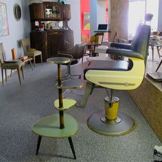 #barber #barberia #vintage #deco #fifties #sixties #rockabilly #scandinavian #spaceage #decoracion #interiorismo #antiques #zamora en chachiandchachi www.chachiandchachi.com
