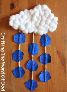 Easy Bible Crafts for kids: The Plague Of Hail Mobile This would be cool for a pre-Passover craft. Bible Story Crafts, Bible Crafts For Kids, Preschool Bible, Bible Activities, Toddler Crafts, Bible Stories, Kids Bible, Religion Activities, Teaching Religion