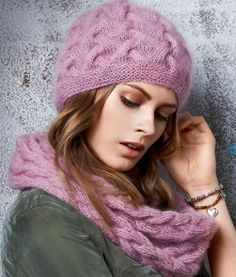 Красивая шапочка спицами