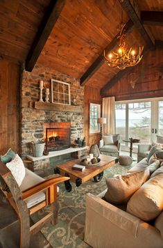 Looks so cozy. -- House of Turquoise: KP Designs & Associates Eclectic Living Room, Chic Living Room, Living Room Designs, Cozy Living, Rustic Lake Houses, Rustic Lodge Decor, Haus Am See, Cabin Chic, Living Room Furniture Arrangement