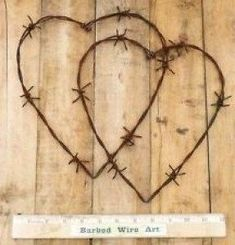 Double Hearts ~ Folk Farm Wall Decor Valentine Horse Rooster Barbed Wire Art McClellan McClellan McClellan McClellan Pennington Foster-i am so doing this Barb Wire Crafts, Metal Crafts, Wood Crafts, Horseshoe Crafts, Horseshoe Art, Horseshoe Projects, Western Crafts, Country Crafts, Barbed Wire Decor