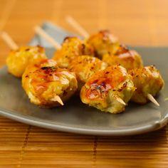 Yakitori de boulettes de poulet au saké