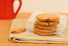 We will celebrate Easter 2014 with these orange spiced cranberry Easter biscuits. They are good fun to make with children and perfect as Easter gifts.