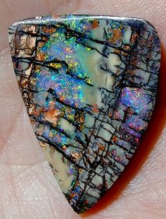 Boulder opal - looks like a painting by God rocks-minerals Minerals And Gemstones, Rocks And Minerals, Polymer Clay Kunst, Beautiful Rocks, Mineral Stone, Rocks And Gems, Stones And Crystals, Gem Stones, Jewelry
