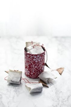 This holiday season how about we show our loved ones how much we care with some handmade gifts. Try Homemade Masala Tea Bags - Step by Step instructions. Masala Tea, Diy Gifts, Handmade Gifts, Edible Gifts, Homemaking, Indian Food Recipes, Tea Time, A Food, Make It Simple