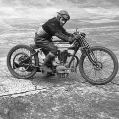 Vintage Norton  ===>   https://de.pinterest.com/kowalike/motorcycle-oldschool/  ===>   https://de.pinterest.com/pin/390265123940374125/