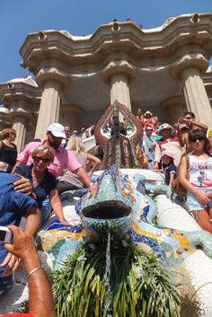 グエル公園の入り口にある有名なトカゲの噴水。