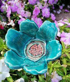 Keramikblüte Vogelbad türkis Gartenkeramik handarbeit Handmade Art, Accessories, Etsy, Ceramic Fish, Ceramic Birds, Things To Do, Handmade, Handarbeit, Jewelry Accessories