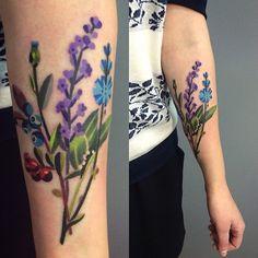 """#sashaunisex #flowerstattoo #vladbladirons """