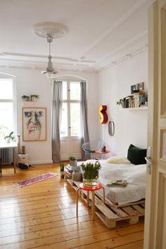 Simple Palettenbett fürs Schlafzimmer #DIY #Palettenbett #Bett #Schlafzimmer #WG #Zimmer #Einrichtung #bedroom #interior #diyfurniture #bed