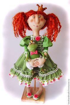 Купить Принцесса с лягушкой - зелёный, принцесса, лягушка, корона для принцессы, текстильная кукла, жаба