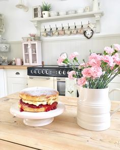 "441 Likes, 19 Comments - Pauline @hugsandhearts_ (@hugsandhearts_) on Instagram: ""A Friend is coming to visit the cottage for cake and a girls catch up #homemade #cake #cottage…"""