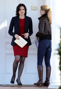 Lana Parrilla, Jennifer Morrison - Lana Parrilla Photos - Jennifer Morrison Confronts Lana Parrilla On Set - Zimbio Regina Mills, Jennifer Morrison, Ouat, Once Upon A Time, Divas, Regina And Emma, Queen Outfit, Swan Queen, Disney Bound Outfits
