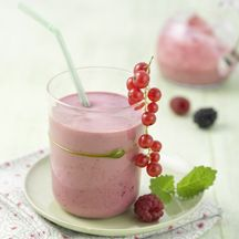 Smoothie met yoghurt en bessen