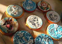 Frozen hand painted biscuits by Elena Michelizzi