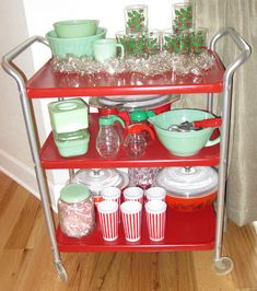 (Pyrex crazy) thrifting sisters is part of Vintage kitchenware - Vintage Kitchenware, Vintage Dishes, Vintage Glassware, Vintage Pyrex, Christmas Kitchen, Retro Christmas, Christmas Heaven, Christmas Colors, Vintage Metal