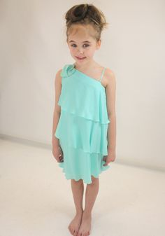 Ava wears this beautiful mint Chloe dress from Designerchildrens... #chloe #designerkids #designerclothes #luxurykids #kidsclothes #girlsclothes #mintgreen #dress #modelkids #chic #beautiful
