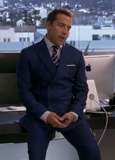 Love Ari Gold's Double Breasted Suit