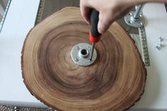 This article shows you how to easily create a three tiered serving tray using rustic wood slices and a few basic plumbing supplies. Rustic Cake Stands, Wooden Cake Stands, Wood Tiered Stand, Wood Slice Crafts, Rustic Wood Crafts, Wooden Serving Trays, Serving Board, Cupcakes, Wood Tray