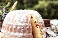 This yeast pastry goes perfectly with a classic teatime, we also called it Gugelhopf. Ring Cake, Cherry Candy, Cake Mixture, Melted Butter, Cake Pans, Cherries, Tea Time, Ale, Icing