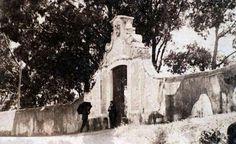 .. Antigo Portal de Entrada na quinta com Visconde de S. Jerónimo à porta. Hoje onde está o café Madeira