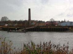 Het Steencaycken en de aanpalende schouw van de vroegere steenbakkerij. Naast de ringoven ligt de Clothilde en het Nautisch Bezoekerscentrum - Hoek, Boom.