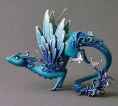 Dragon sculptuur dragon beeldje fantasie schepsel OOAK fairy dragon rood gouden draak met vlinders fire dragon fantasy dragon beperkt
