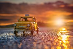 Miniature car Depth Of Field Photography, Tilt Shift Photography, Miniature Photography, Camera Movements, Miniature Cars, Hot Wheels Cars, Miniture Things, Small World, Art Boards