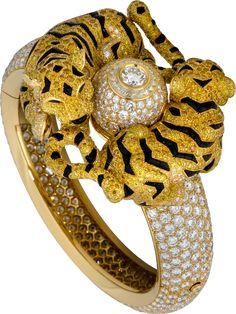 Best Diamond Bracelets : ✨Tigers In Love✨Cartier Bracelet ✨Turn Around The Sun. Cartier Diamond Bracelet, Cartier Gold, Cartier Jewelry, Diamond Jewelry, Antique Jewelry, Vintage Jewelry, Jewellery, Cat Jewelry, High Jewelry