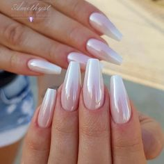 If you want to create an interesting yet stylish look for your nails, you should consider white nail designs. The bright, crisp color highlights your nails, while their neutrality does not always make them look awkward. Hair And Nails, My Nails, Shellac Nails, Stiletto Nails, Pearl Nails, Classic Nails, White Nail Designs, Sparkle Nails, Fire Nails